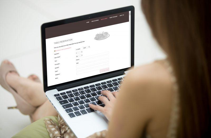 A women is using laptop